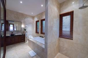 Villa-Kalimaya-II-Ground-floor-guest-bedroom-ensuite