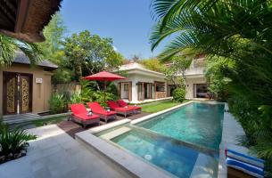 Villa-Kalimaya-II-Pool-and-sunloungers