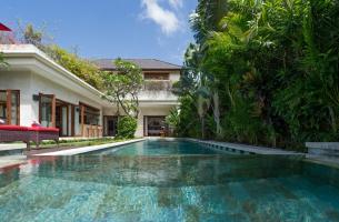 Villa-Kalimaya-II-Pool-and-villa