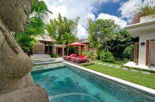 Villa-Kalimaya-II-Poolside-water-feature