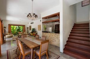 Villa-Kalimaya-IV-Dning-area-and-kitchen