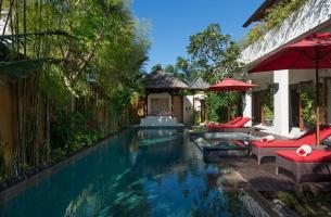 Villa-Kalimaya-IV-Pool-deck-and-bale