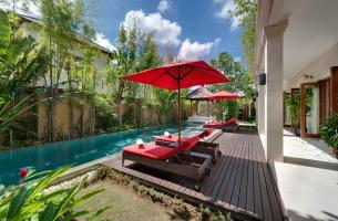 Villa-Kalimaya-IV-Pool-deck-and-sunloungers