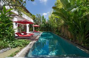 Villa-Kalimaya-IV-Pool-from-bale